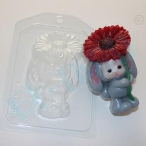 Зайка-малыш с цветком, форма для мыла пластиковая
